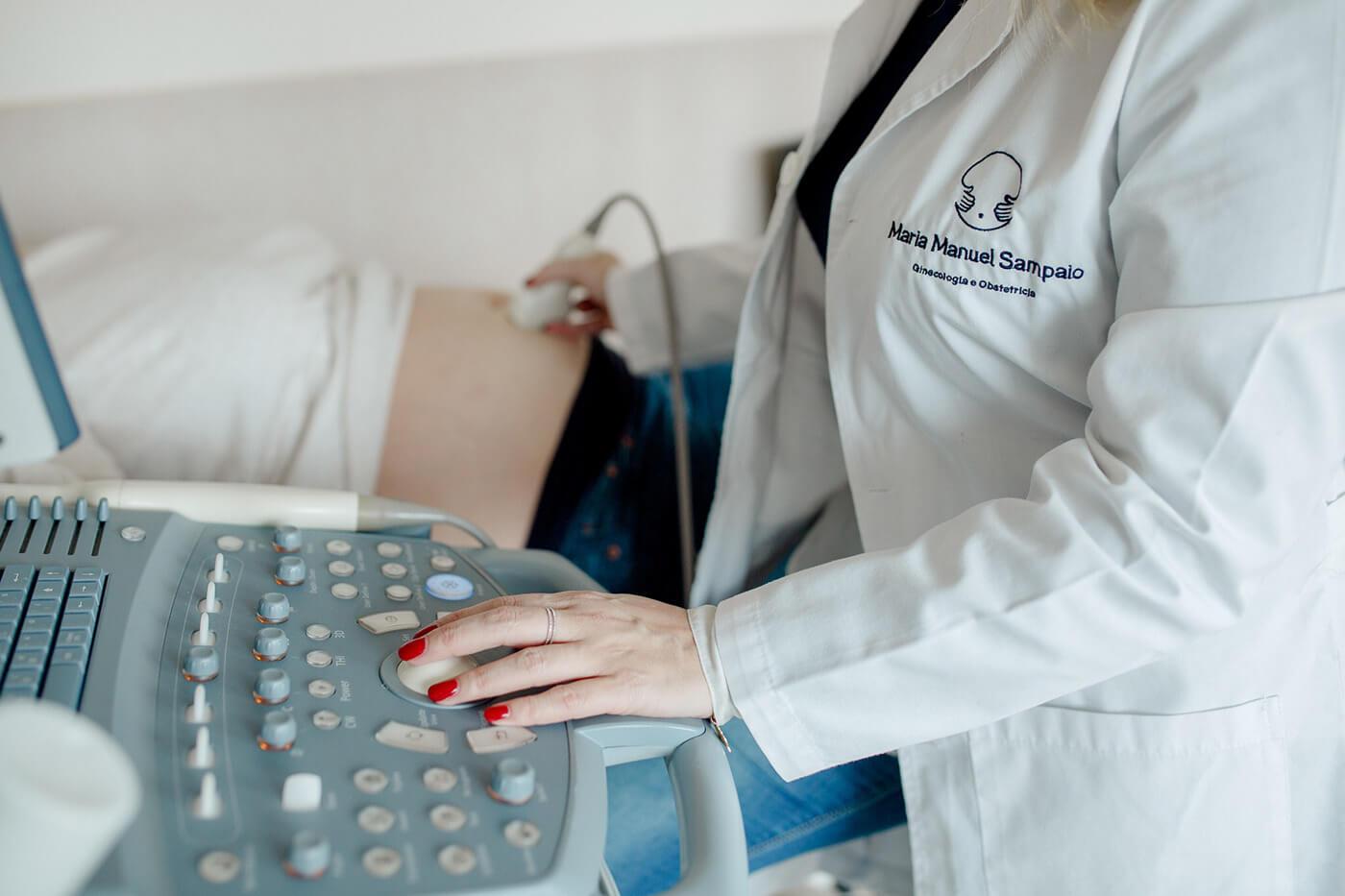 Maria Manuel Sampaio, personal branding, maternity, gynecology, pregnancy, logo, website